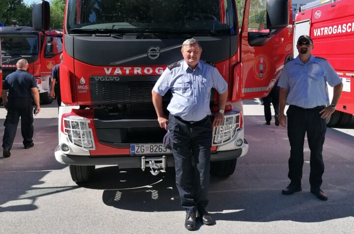 DVD Kutjevo dobio je novu autocisternu. Vozilo su na svečanoj primopredaji 23, od ukupno 91 vatrogasnih vozila, preuzeli predsjednik DVD-a Kutjevo